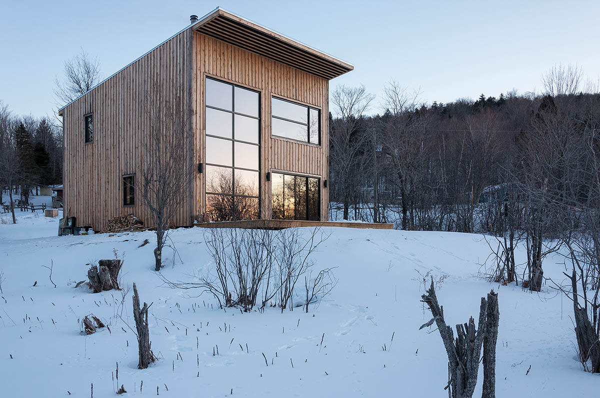 Atelier L'abri designs stunning Wood Cabin for Young Carpenter atelier l'abri Atelier L'abri designs stunning Wood Cabin for Young Carpenter Atelier Labri designs stunning Wood Cabin for Young Carpenter 3