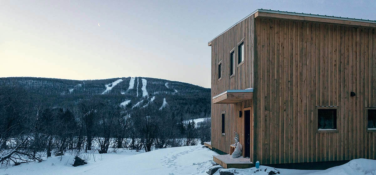 Atelier L'abri designs stunning Wood Cabin for Young Carpenter atelier l'abri Atelier L'abri designs stunning Wood Cabin for Young Carpenter Atelier Labri designs stunning Wood Cabin for Young Carpenter