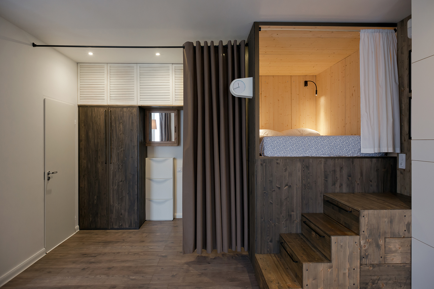 Studio Bazi Creates Sleeping Box for Minimalist Apartment in Moscow minimalist apartment Studio Bazi Creates Sleeping Box for Minimalist Apartment in Moscow Studio Bazi Creates Wooden Sleeping Box for Apartment in Moscow 7