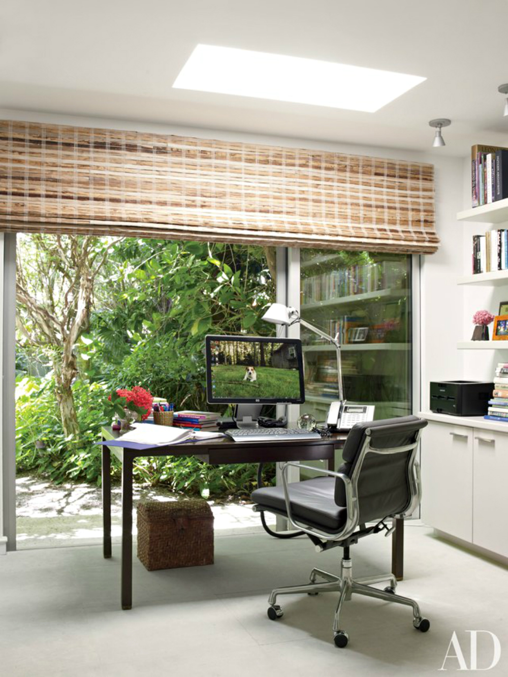 10 Home Office Design Ideas You Should Get Inspired By home office design 10 Home Office Design Ideas You Should Get Inspired By 10 Home Office Design Ideas You Should Get Inspired By large windows 1