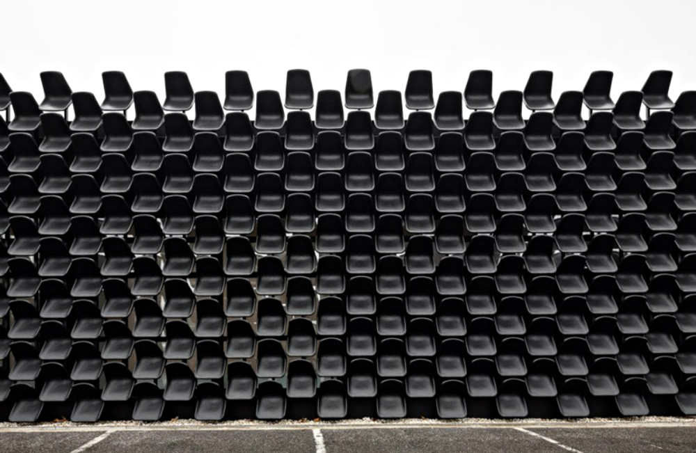 Chybik + Kristof Creates Furniture Showroom with 900 Plastic Chairs chybik + kristof Chybik + Kristof Creates Furniture Showroom with 900 Plastic Chairs Chybik Kristof Creates Furniture Showroom with 900 Plastic Chairs 4