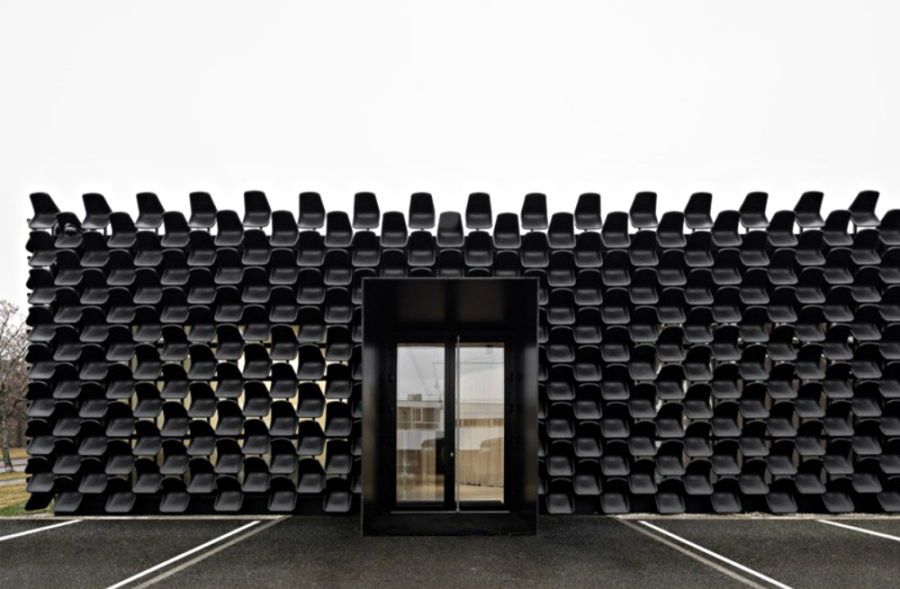 Chybik + Kristof Creates Furniture Showroom with 900 Plastic Chairs chybik + kristof Chybik + Kristof Creates Furniture Showroom with 900 Plastic Chairs Chybik Kristof Creates Furniture Showroom with 900 Plastic Chairs 5