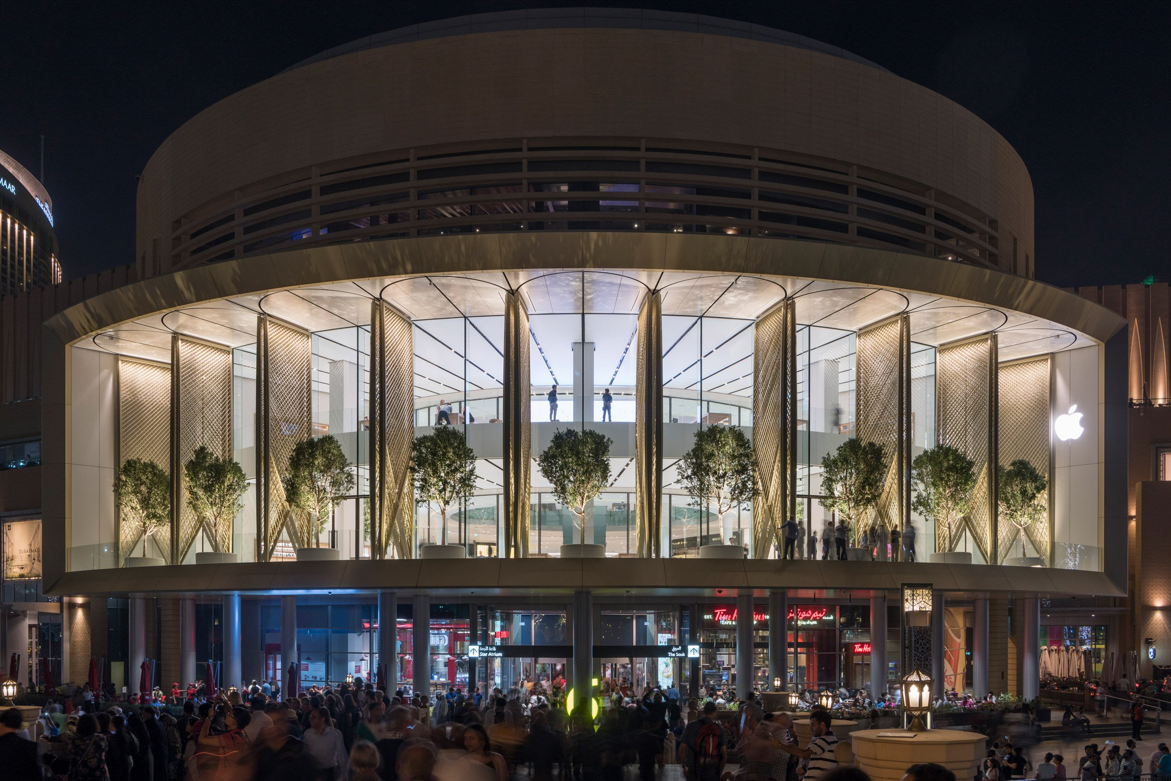 Studio Foster + Partners Adds Carbon-Fibre Covers to Dubai Apple Store foster + partners Studio Foster + Partners Adds Carbon-Fibre Covers to Dubai Apple Store Studio Foster Partners Adds Carbon Fibre Covers to Dubai Apple Store