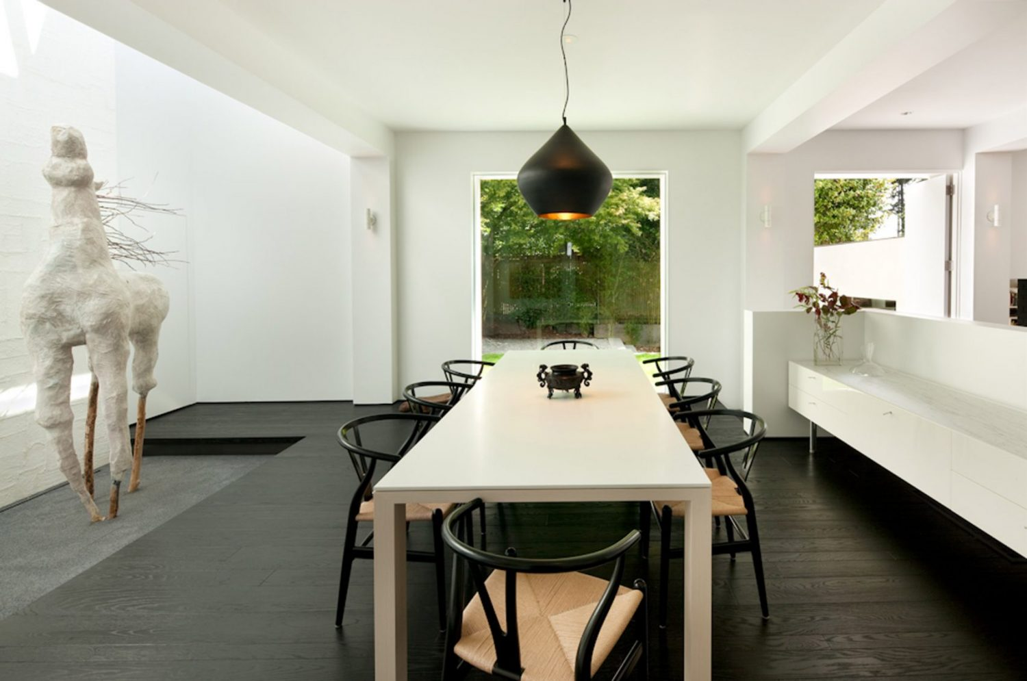 Modern Oasis by SkB Architects Features Gallery-Like Aesthetic Modern Oasis by SkB Architects Modern Oasis by SkB Architects Features Gallery-Like Aesthetic Modern Oasis by SkB Architects Features Gallery Like Aesthetic 2