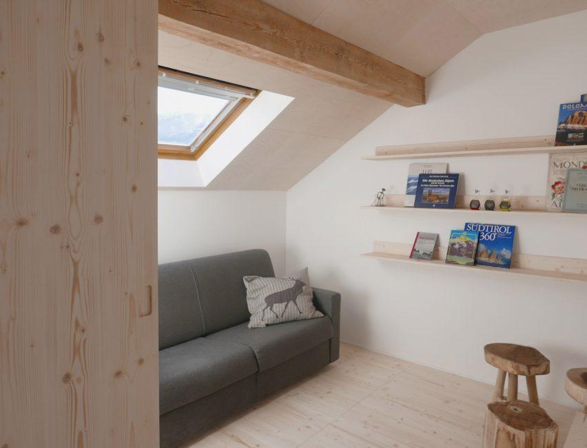 rustic interior design Jab Studio Creates Rustic Interior Design for Loft Apartment Jab Studio Creates Rustic Interior Design for Loft Apartment in Alpes 2
