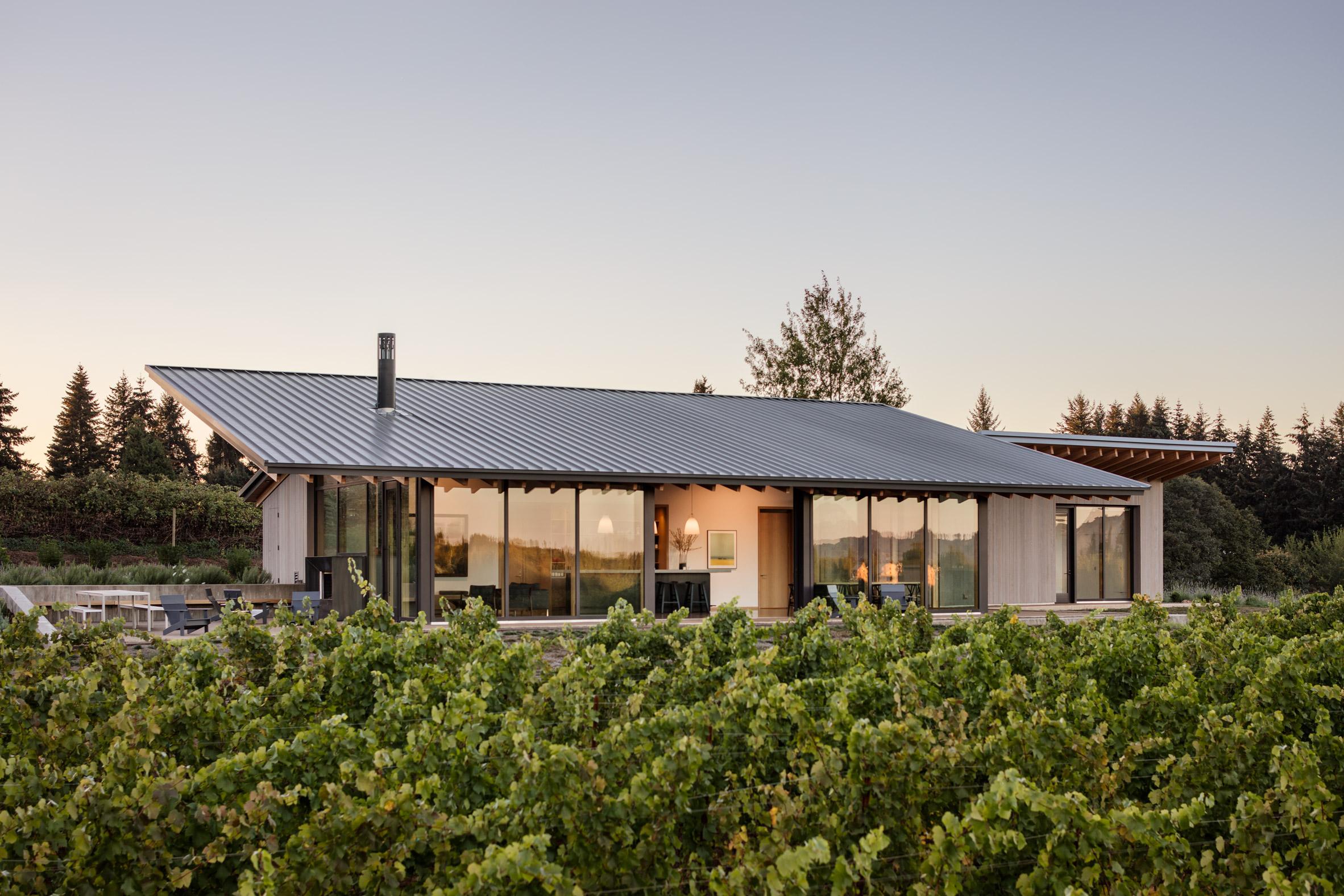 lever architecture Lever Architecture designs Stunning Wine Tasting Room in Oregon Lever Architecture designs Stunning Wine Tasting Room in Oregon 4