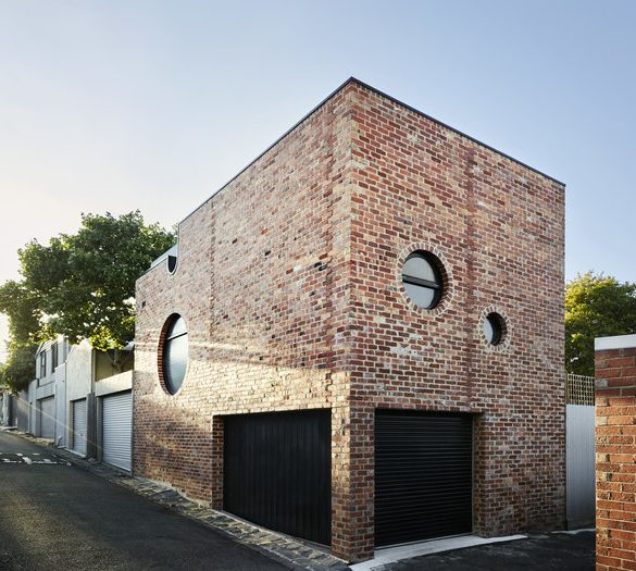 Project by Austin Maynard Architects Made From Recycled Red Bricks