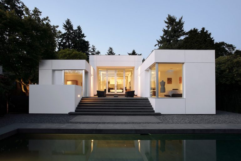 Modern Oasis by SkB Architects Features Gallery-Like Aesthetic Modern Oasis by SkB Architects Modern Oasis by SkB Architects Features Gallery-Like Aesthetic Modern Oasis by SkB Architects Features Gallery Like Aesthetic 1 770x513