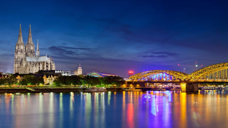 reasons to visit cologne City Guide: 5 reasons to visit Cologne Hyatt Regency Cologne P256 Skyline