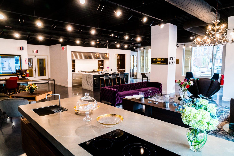 a bdc showroom by Boston Design Guide boston design guide BOSTON DESIGN GUIDE Divine Design Center esempio